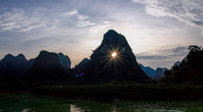 """Núi Mắt Thần - """"Ngọn núi Thủng"""" đầy kỳ vĩ của non nước Cao Bằng"""