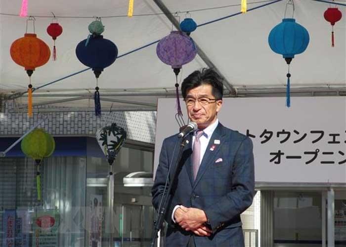 Ông Kohata Hiroshi, Thị trưởng Thành phố Fukushima, phát biểu tại lễ hội. Ảnh: Đào Thanh Tùng/TTXVN