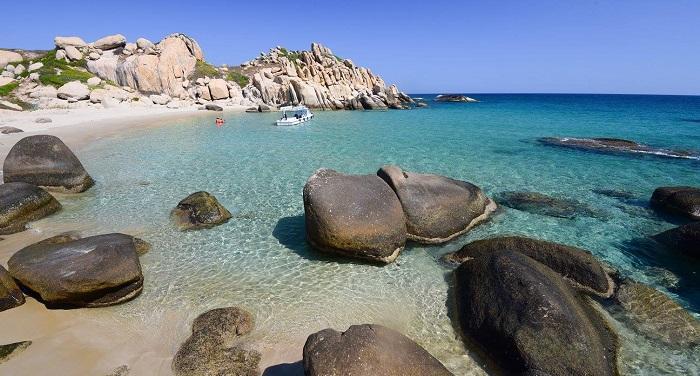 Khi nhảy ghềnh ở đây, du khách cần chú ý, bởi nhiều tảng đá gần mép nước có hàu rất sắc, nếu bất cẩn sẽ dễ bị cắt vào chân