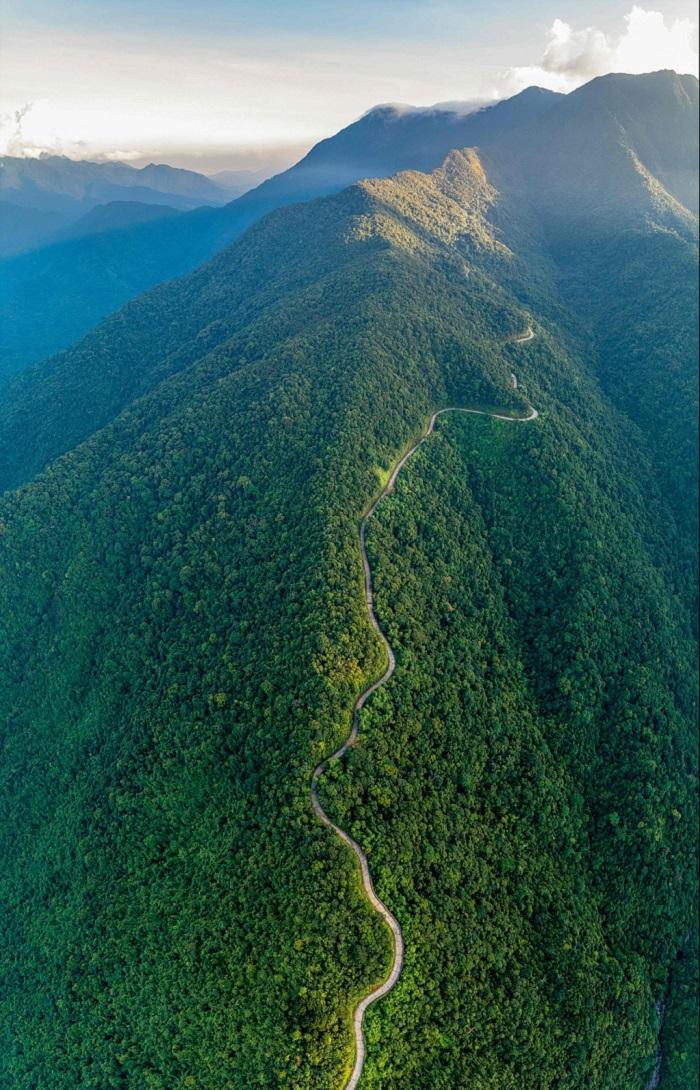 Núi Bạch Mã mang vẻ đẹp phóng khoáng, kiêu hùng