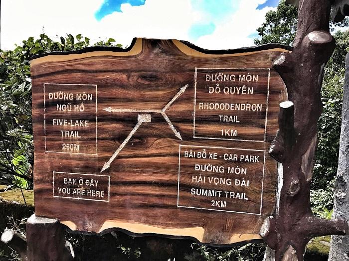 Bảng hướng dẫn đường lên VQG Bạch Mã.