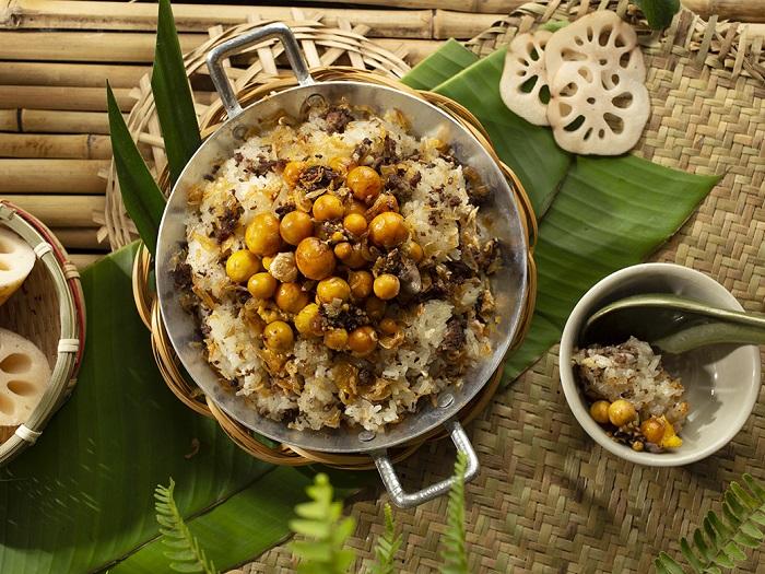 Ngoài đẹp và thơm, ngó sen còn có thể chế biến thành nhiều món ăn ngon.