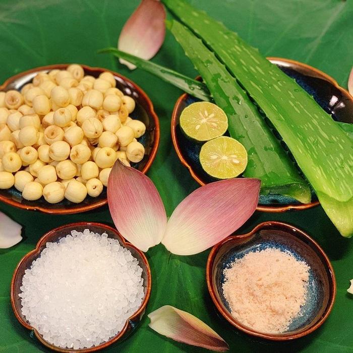 Chè hạt sen long nhãn có thể đa dạng với các nguyên liệu khác như nha đam.