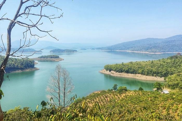 Review 15 trải nghiệm tuyệt vời ở Hồ Tà Đùng của cô gái có 'nụ cười tỏa nắng'