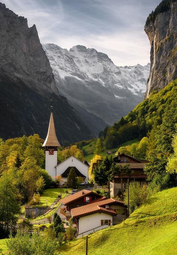 Lauterbrunnen - thung lũng đẹp như tranh giữa dãy Alps ở Thụy Sĩ