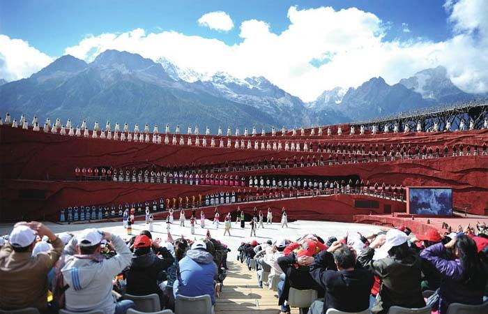 Ấn tượng Lệ Giang thu hút rất đông du khách đến xem. Ảnh: sohu.com