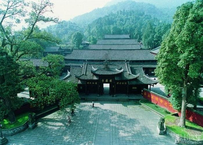 Báo Quốc Tự là ngôi chùa lớn nhất ở Nga My Sơn. Ảnh: qiuxiami.com