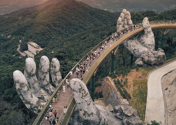 Cầu Vàng - biểu tượng du lịch mới của Đà Nẵng. Ảnh: Getty Images