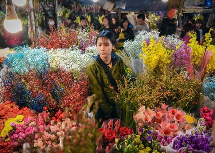 Chợ hoa là nét đặc sắc nhất của Việt Nam trong dịp đón Tết Nguyên đán này. Ảnh: CNN
