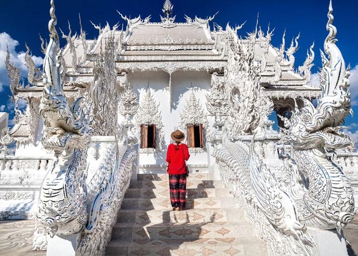 Chùa Trắng Wat Rong Khun huyền bí. Ảnh: kkday.com