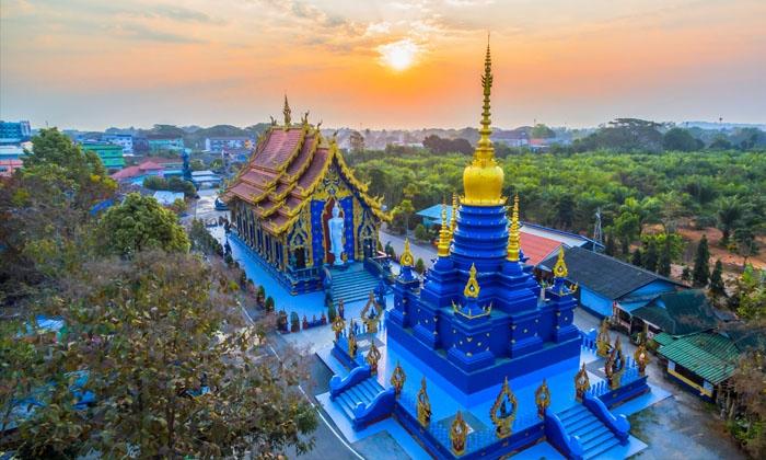 Chùa Xanh Wat Rong Sua Ten. Ảnh: worldasia-trips.com