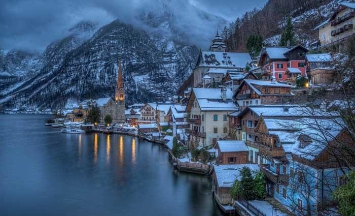 Hallstatt là một trong những thị trấn lâu đời nhất châu Âu. Ảnh: wallup