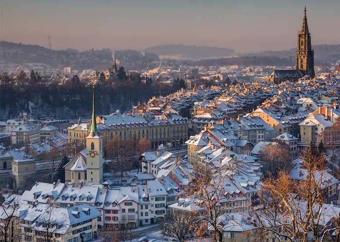 Những mái nhà phủ đầy tuyết ở Bern. Ảnh: 24h.com.vn