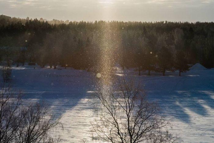 Điều mà mọi du khách ao ước được một lần chứng kiến chính là khung cảnh bụi kim cương rơi. Ảnh: yosshy123.