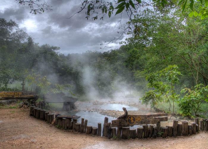 Suối nước nóng Tha Pai. Ảnh: worldtrans.vn