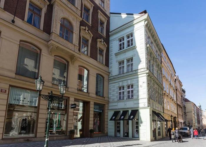 Khu Old Town Square. Ảnh: booking.com