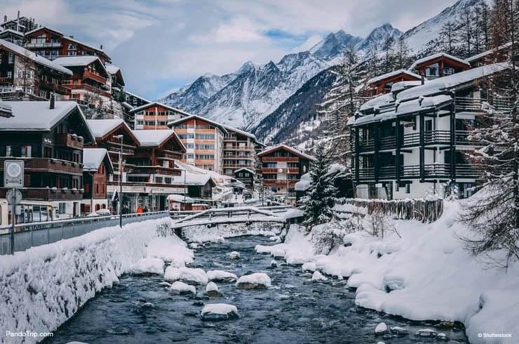 Thị trấn Zermatt nằm trên đỉnh Matterhorn cao chót vót thuộc dãy Alps.