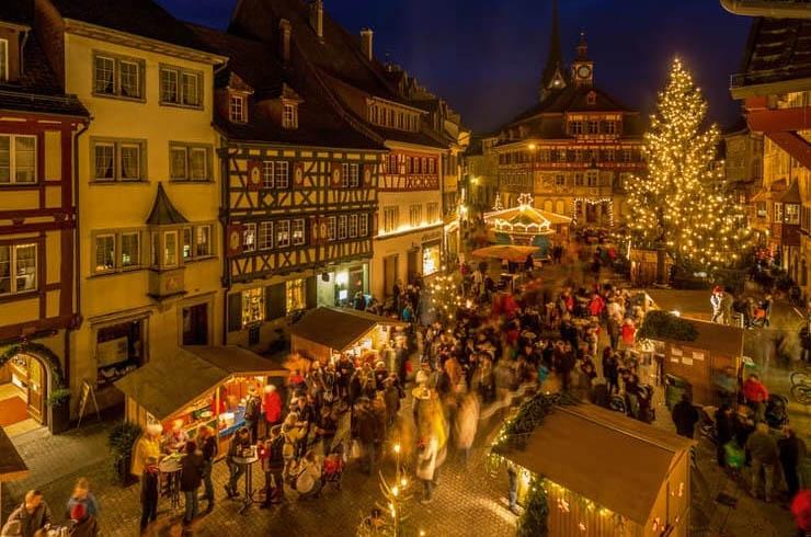 Các khu chợ Giáng sinh được hình thành từ cuối tháng 11 hằng năm.