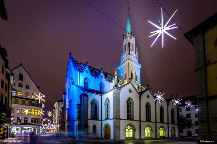 Vào mùa Giáng sinh, St Gallen được thắp sáng lấp lánh, tạo nên khung cảnh ấn tượng.