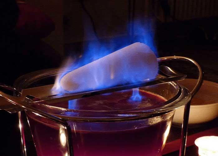 Cocktail Feuerzangenbowle. Ảnh: Wanderlusttips.com