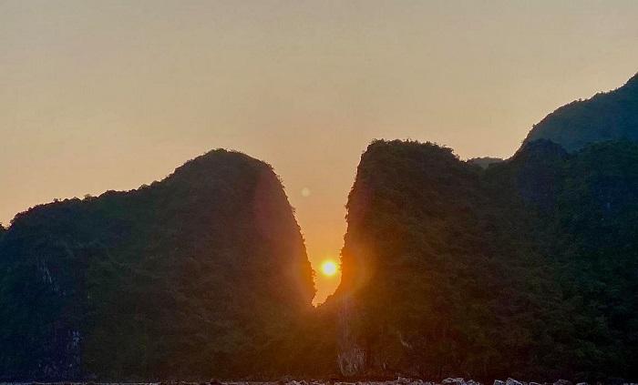 Hari Won ngắm bình minh tại Hạ Long