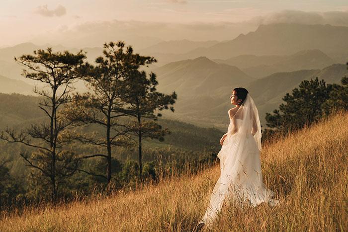 Khung cảnh trên đỉnh Bình Hương vừa hùng vĩ vừa thơ mộng ghi lại hạnh phúc một tình yêu trọn vẹn