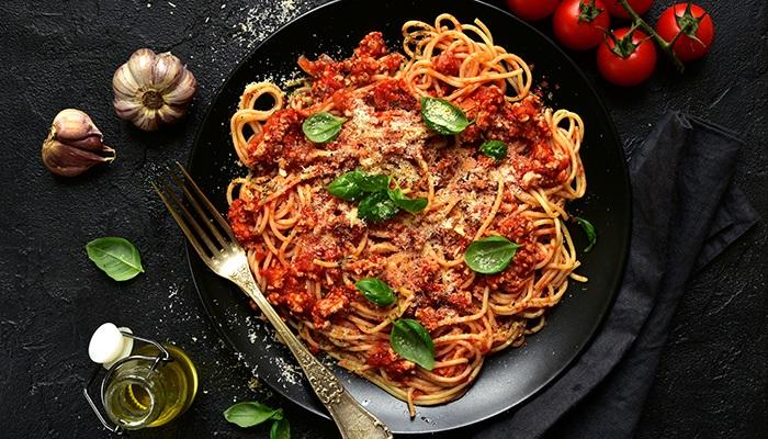 Spaghetti là món ngon Italia nổi tiếng của nước Ý.