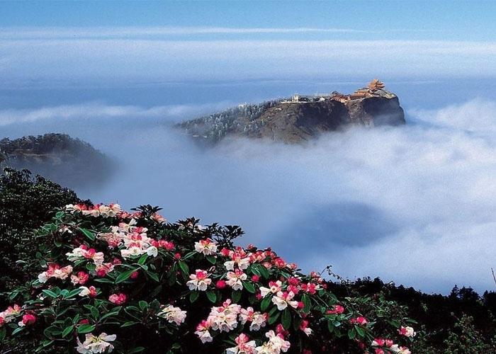 Nga My Sơn là địa danh nổi tiếng được nhiều người biết đến qua phim kiếm hiệp Trung Hoa. Ảnh: chinadiscovery.com
