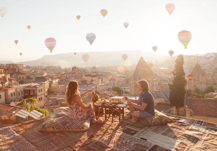 Chọn một vị trí tuyệt đẹp để ngắm khinh khí cầu. Ảnh: ak-kem.info