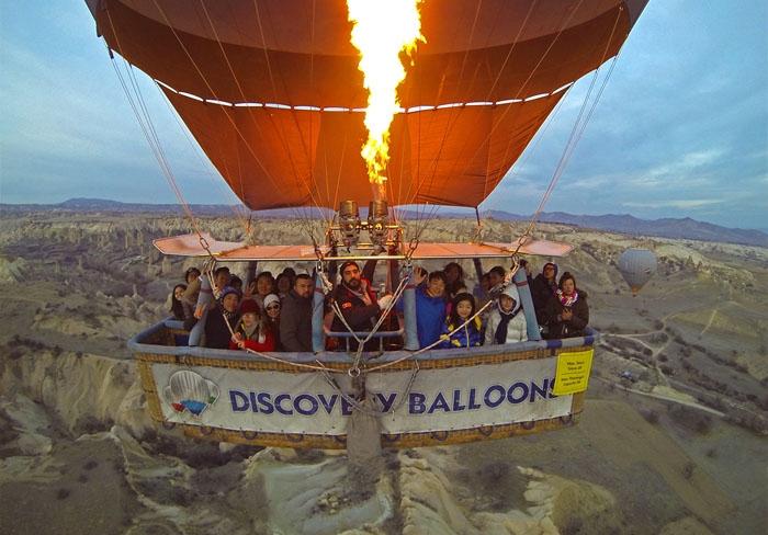 Bay trên khinh khí cầu là một trải nghiệm tuyệt vời. Ảnh: travip.me