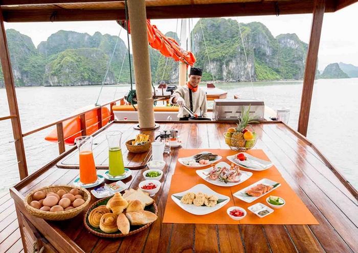 Bữa ăn trên thuyền