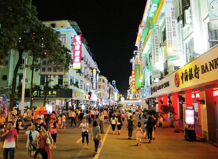 Phố mua sắm ở Hạ Môn. Ảnh:tourtrungquoc.net.vn
