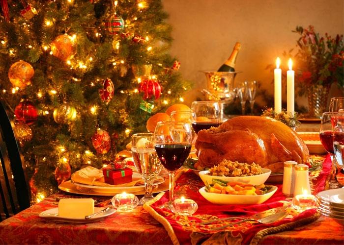 Bàn tiệc Giáng sinh của người Pháp. Ảnh: cartabiancanews.com