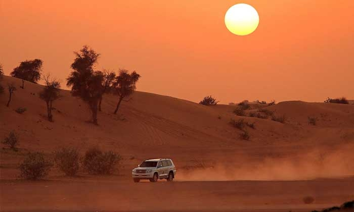 Hoàng hôn tuyệt đẹp trên sa mạc Dubai. Ảnh: bigbreaks.com