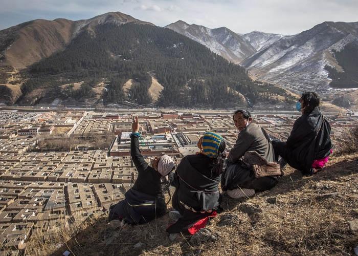 Chuẩn bị trang phục giữ ấm khi đi du lịch Tây Tạng. Ảnh: lumsanews.it