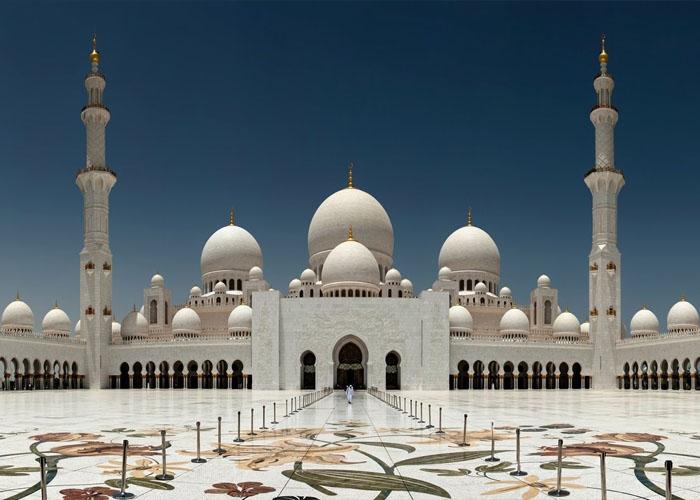 Thánh đường Sheikh Zayed dát vàng - thánh đường Hồi giáo lớn nhất thế giới. Ảnh: yandex.ru