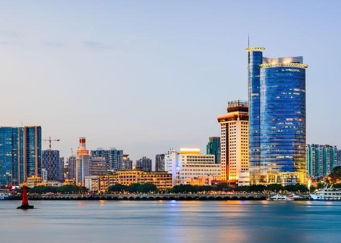 Thành phố Hạ Môn nằm bên bờ sông Lộc Giang thơ mộng. Ảnh: cathaypacific.com