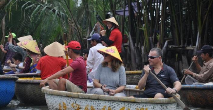 Rừng dừa Bảy Mẫu vẫn đón một lượng lớn khách du lịch trong và ngoài nước. Ảnh: Báo Giao thông