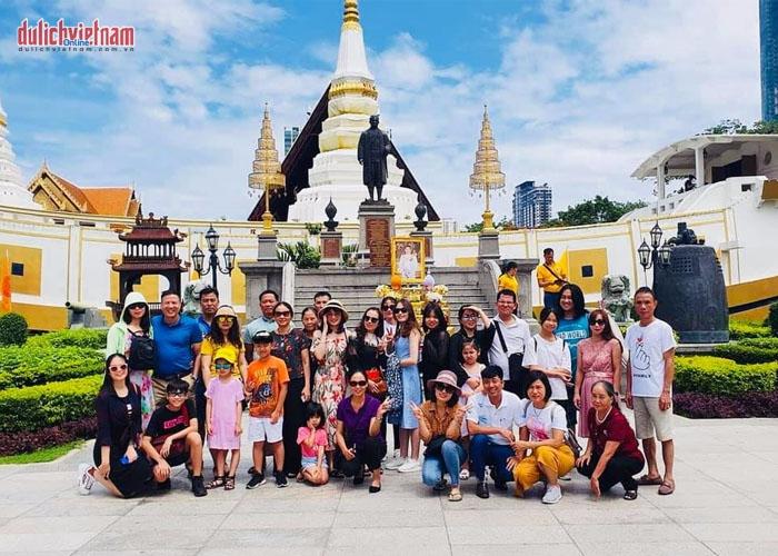 Tour du lịch Thái Lan ghé thăm chùa thuyền Wat Yannawa