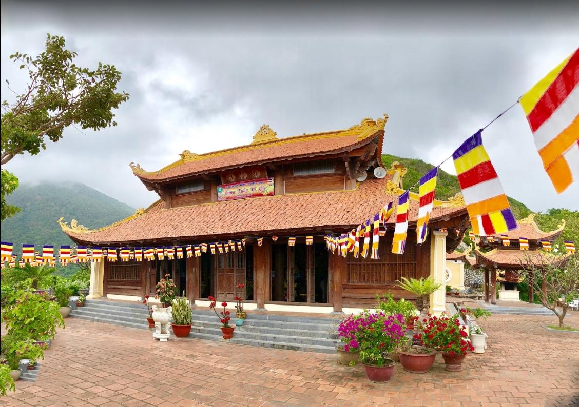 Tham quan chùa Vân Sơn Tự ở Côn Đảo