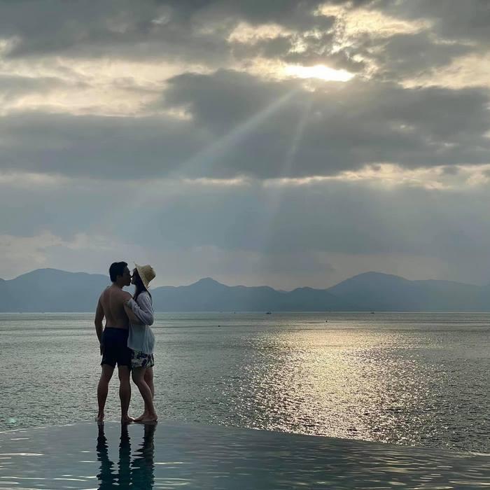 Vợ chồng Hari Won du lịch Nha Trang