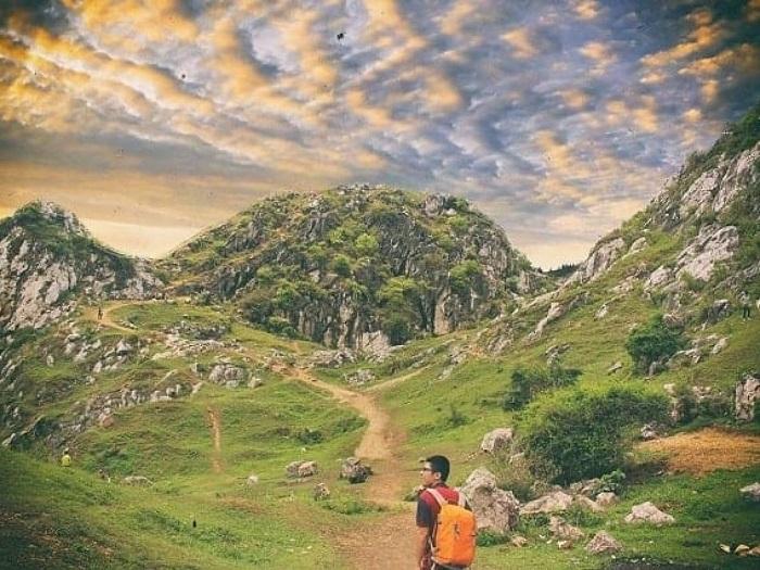 Vẻ hoang sơ hấp dẫn của núi Trầm