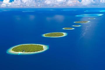 Chiêm ngưỡng 5 ốc đảo 'xếp thẳng hàng' tại Maldives, trầm trồ trước sự kỳ diệu của thiên nhiên
