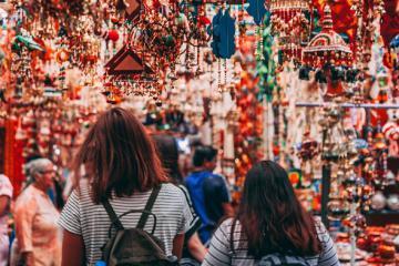 Điểm danh 6 khu chợ nổi tiếng nhất Bangkok cho bạn thỏa sức mua sắm