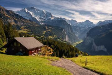 Thung lũng Lauterbrunnen đẹp như tranh giữa dãy Alps ở Thụy Sĩ