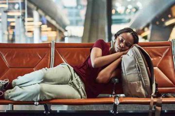 Tất tần tật cách để có được một giấc ngủ 'đúng nghĩa'  khi chuyến bay đêm bị hoãn