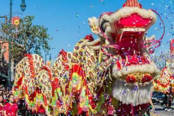 Muôn màu muôn vẻ lễ hội đón Tết đặc sắc trên thế giới: pháo hoa hồ Gươm cũng hút khách không kém