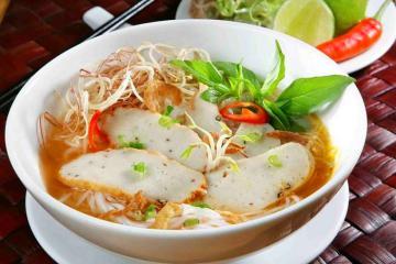 Bánh canh chả cá và những món ăn phải thử khi đến du lịch Phan Thiết