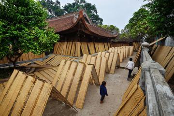Du lịch làng nghề Thổ Hà, Bắc Giang - thưởng trà, ăn bánh đa và chiêm ngưỡng những ngôi nhà cổ 'nhuốm màu rêu phong'