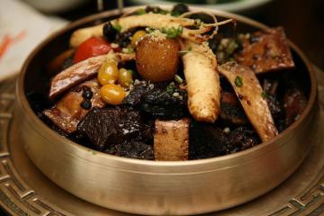 Miến trộn Hàn Quốc, bánh cá chiên và những món ăn đón năm mới không thể thiếu ở Hàn Quốc